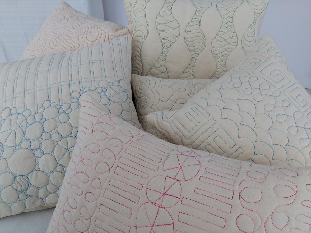 verschiedene Kissen Baumwollnessel mit verschiedenen Quiltmustern pink, grün, blau